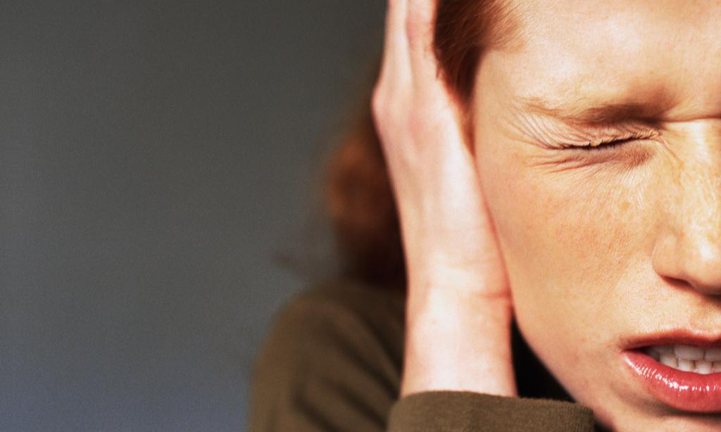 Боль в ухе после удаления зуба: почему возникает и как от нее избавиться