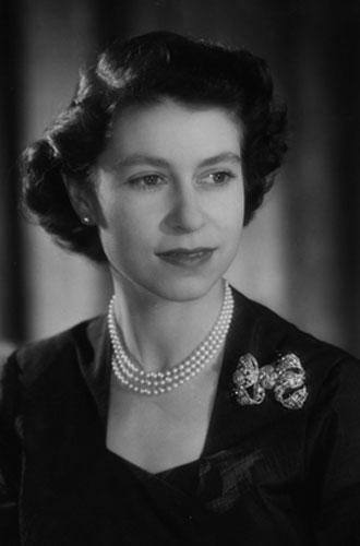 Фото №16 - Близко к сердцу: любимые броши Елизаветы II