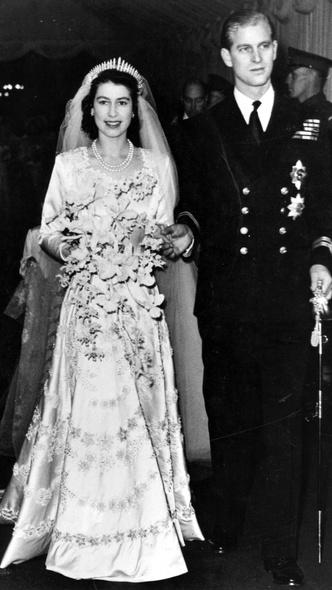 Фото №16 - От Елизаветы II до принцессы Беатрис: в каких туфлях выходили замуж принцессы