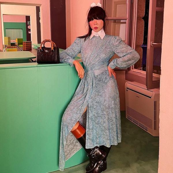 Фото №1 - Как носить платье с грубыми сапогами: показывает фэшн-блогер @susiebubble из Гонконга 😎