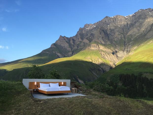 Фото №1 - В Швейцарии открылся отель под открытым небом