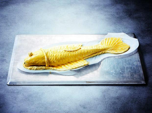 Фото №10 - Рецепт недели: сибас в тесте с соусом «Шорон»