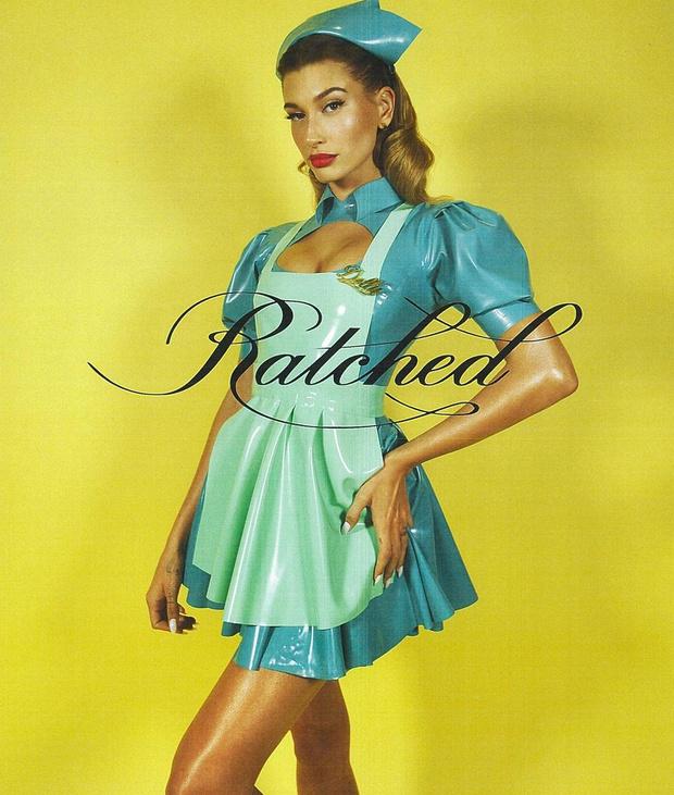 Фото №1 - Действуй, сестра: Хейли Бибер в латексном костюме сестры Рэтчед