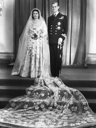 Фото №4 - Королевский конфуз: почему Елизавете и принцу Филиппу пришлось переснять свои свадебные фото