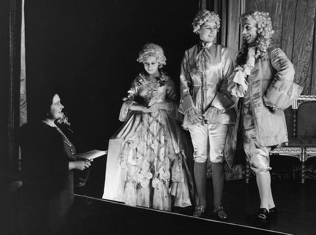Фото №5 - Рождественский театр Виндзоров: как принцессы Елизавета и Маргарет поднимали боевой дух нации