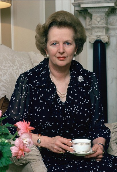 Маргарет Тэтчер умела оставаться женственной в любой ситуации