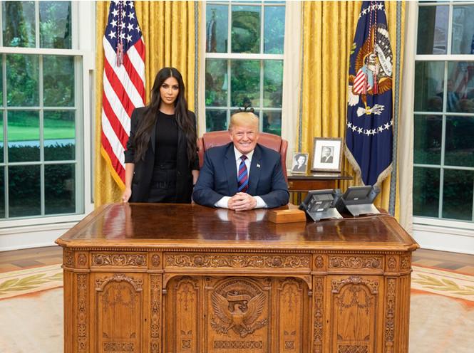 Фото №6 - Ким Кардашьян зачастила в Белый дом