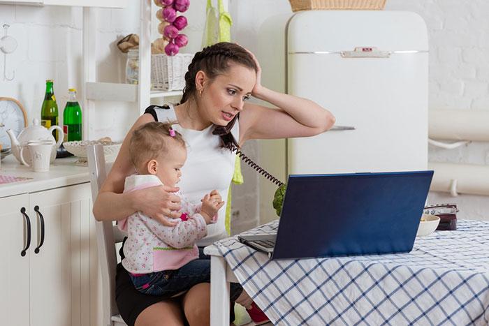 Фото №1 - Мама, работающая на дому: 5 вещей, о которых стоит знать заранее