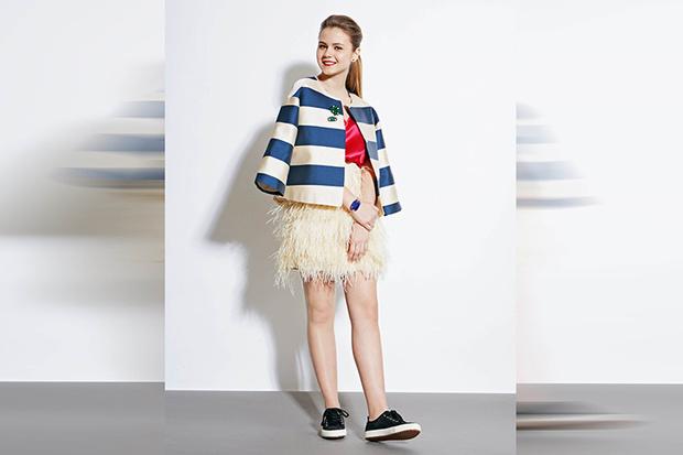 Фото №5 - 5 способов носить юбку из перьев