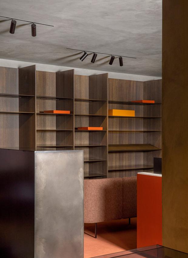 Фото №3 - Магазин мужской одежды по проекту Norm Architects