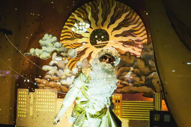 Фото №1 - Куда сходить на каникулах: театр окон «Метрополя»