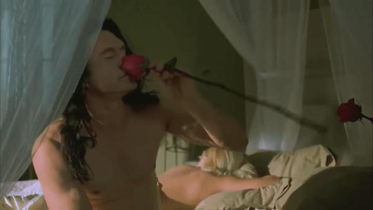 Фото №2 - 8 самых ужасных постельных сцен в кино