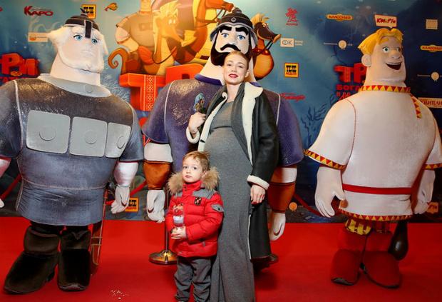 Фото №1 - Акиньшина вышла в свет на 9-м месяце беременности