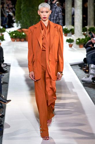 Фото №17 - От классики до сочных красок: лучшие костюмы с Недели моды в Нью-Йорке