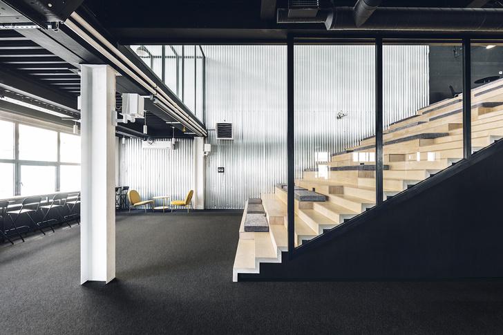 Фото №7 - Офис в черно-желтой гамме в Москве