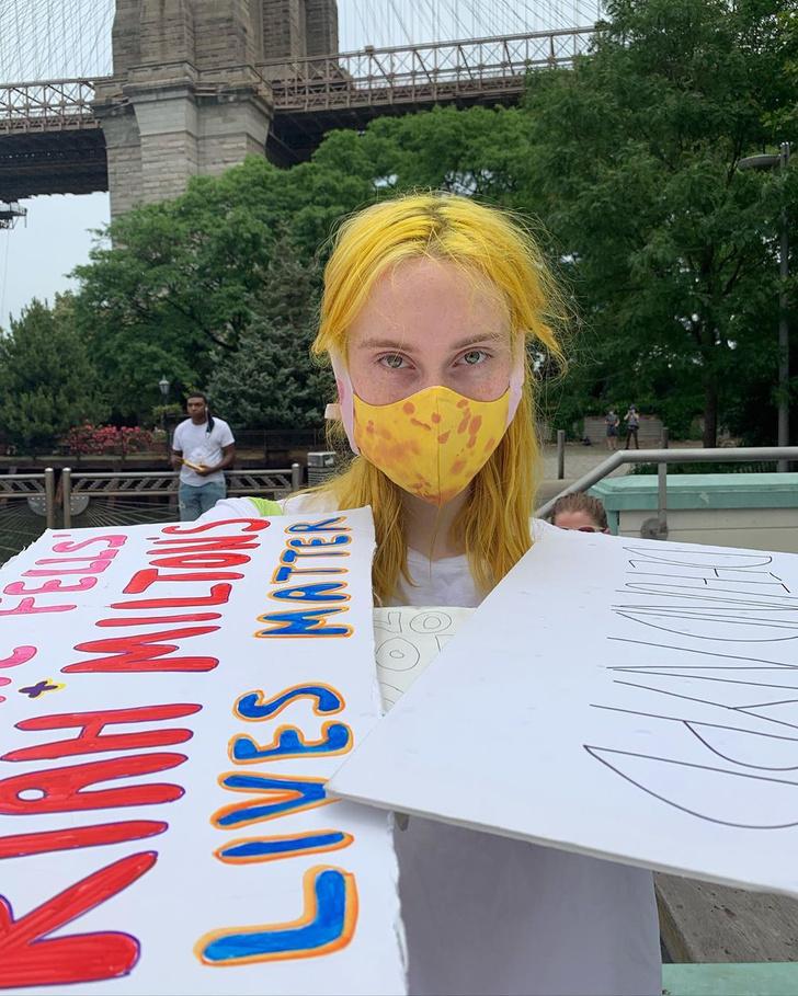 Фото №6 - Посткарантинный тренд: макияж под цвет маски