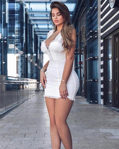 Фото №1 - 20 провальных вещей, которые носили российские звезды в 2019-м