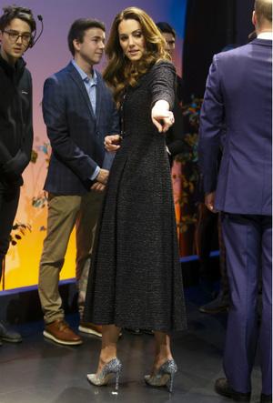 Фото №2 - Украшение со смыслом: герцогиня Кейт и ее «ювелирный реверанс» Королеве