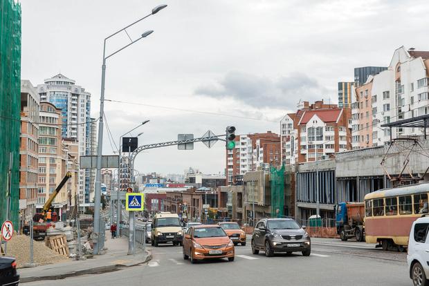 Радищева— не самая широкая улица Екаьеринбурга. По утрам и вечерам здесь пробки.