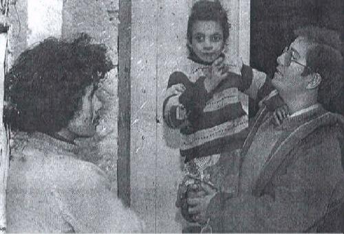 Фото №3 - Десять лет у кормушки: история «девочки-курицы», которую родная мать бросила в птичник