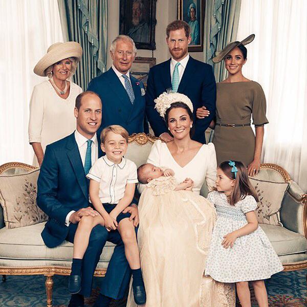 Фото №6 - Почему Королевы нет на официальных фото с крестин принца Луи