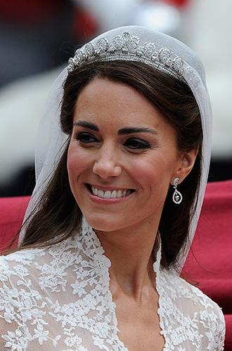 Фото №2 - Почему герцогиня Кембриджская так любит тиару «Узелки любви»