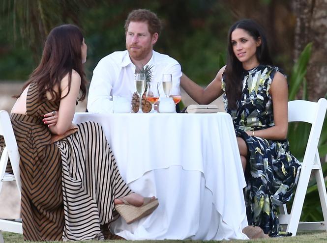 Фото №2 - Парный выход: Принц Гарри и Меган Маркл на свадьбе друзей