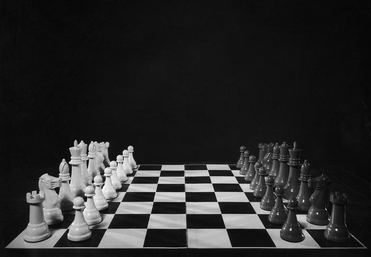 Фото №1 - Австралийское радио назвало шахматы расистскими, потому что белые всегда ходят первыми