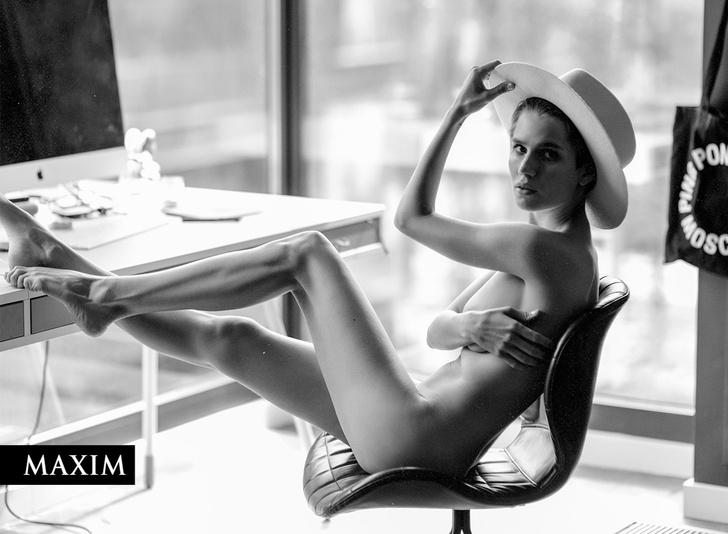 Фото №1 - «Папина дочка» Дарья Мельникова: эксклюзивные кадры со съемки MAXIM