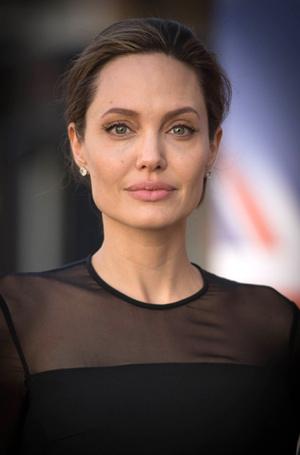 Фото №8 - Бьюти-правила для сияющей кожи от косметолога Анджелины Джоли