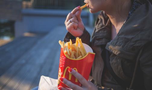 Фото №1 - Росстат: Почти половина россиян болеет из-за еды
