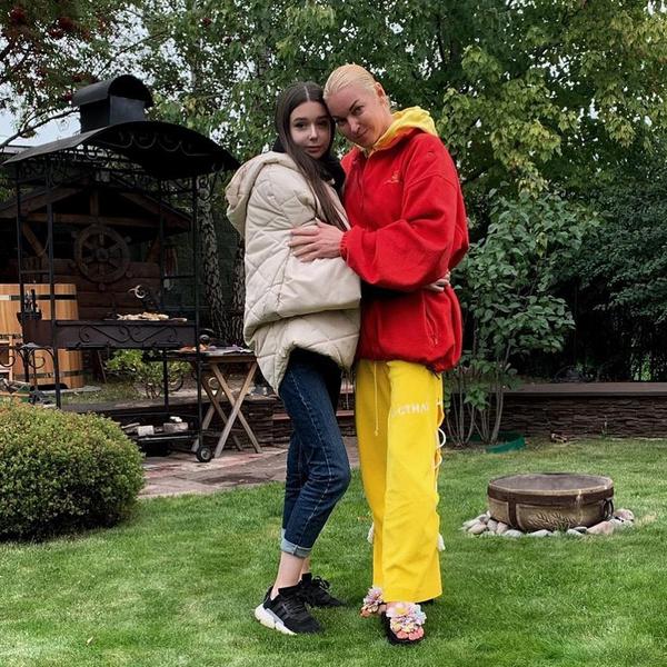 Волочкова с дочкой Ариной.