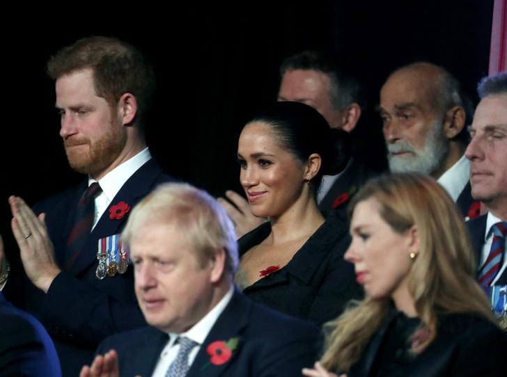 Фото №2 - Снова вместе: Сассекские и Кембриджские «воссоединились» в День памяти