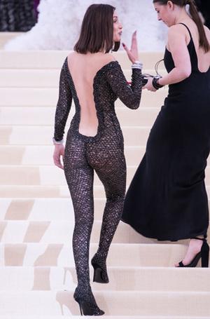 Фото №7 - Не стыдно, когда видно: «голые» наряды MET Gala 2017