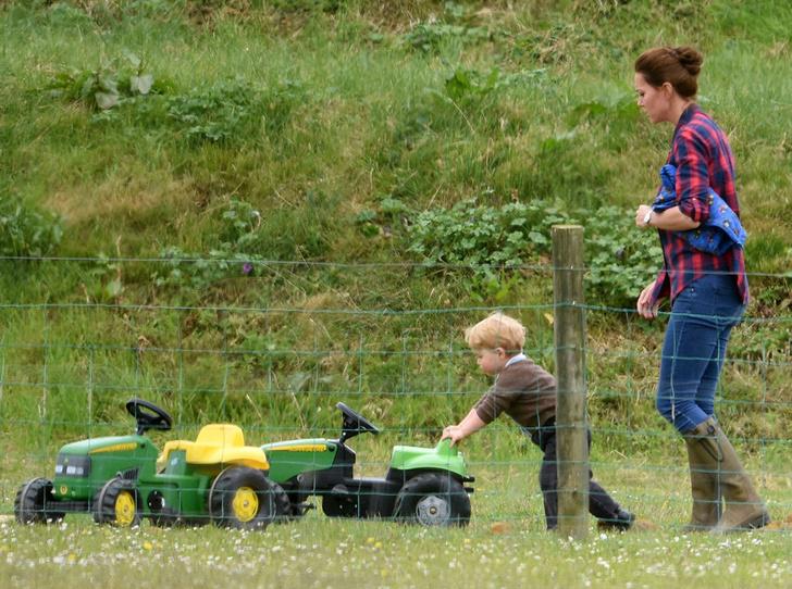 Фото №12 - «Деревянные игрушки»: во что играют дети королей