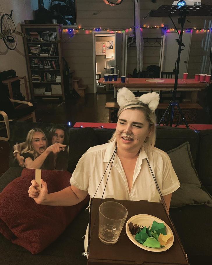 Фото №3 - Женщина орет на кота: пожалуй, лучший костюм на Хеллоуин