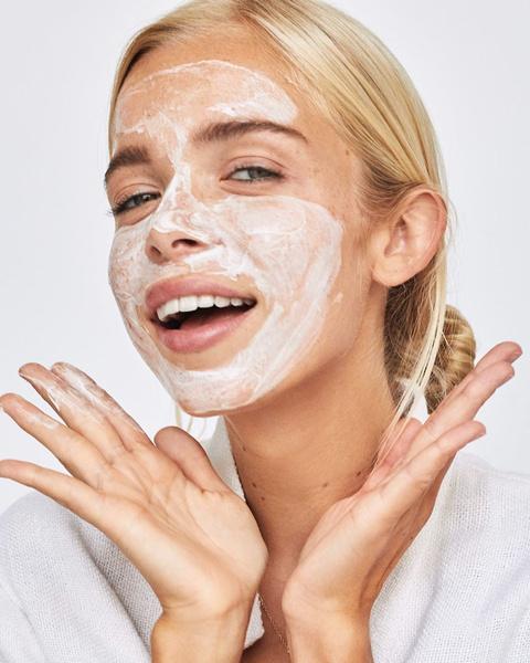 Фото №5 - Что делать, если от макияжа появляются прыщи, и как с этим бороться
