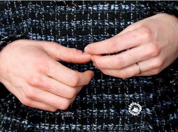Фото №2 - Почему герцогиня Кейт не носит свое помолвочное кольцо