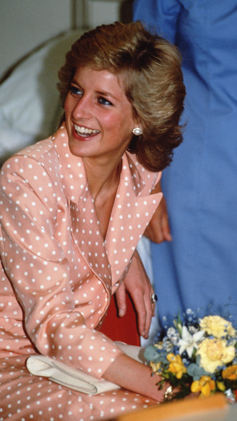 Фото №16 - Полька-дот: как королевские особы носят трендовый «горох»