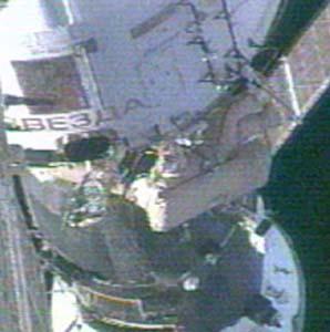Фото №2 - Космонавты вышли подышать свежим вакуумом