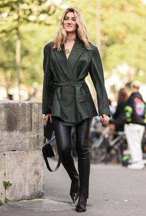 Фото №3 - Как носить кожаные брюки: самые стильные и простые сочетания