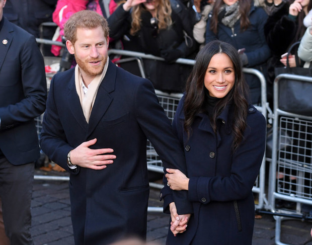Смотреть Свадебный королевский этикет: что можно и чего нельзя делать на бракосочетании Гарри и Меган видео