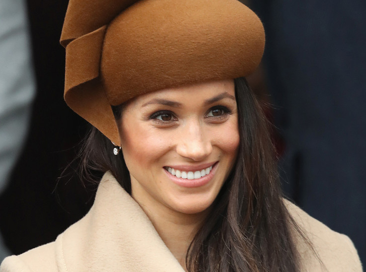 Фото №1 - Шляпу надень: почему Меган Маркл придется привыкать к головным уборам