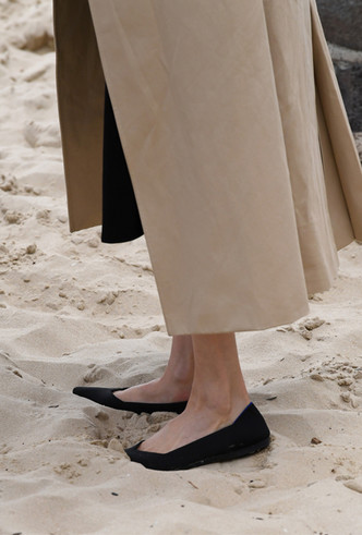 Фото №4 - Герцогиня Осознанность: какие эко-бренды носит Меган Маркл