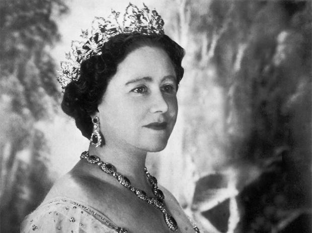 Фото №1 - Улыбчивая королева: 8 самых любопытных фактов о прабабушке принца Уильяма