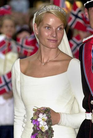 Фото №6 - Почему свадебное платье Меган Маркл было таким скромным (на самом деле)