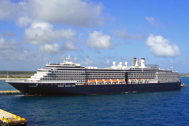 Фото №1 - По Южно-Китайскому морю плавает пассажирский лайнер, который отказались принять уже пять стран