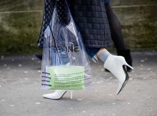 Фото №2 - 10 лучших прозрачных сумок сезона (и как их носить)