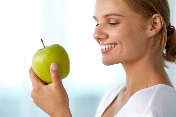 натуральные продукты отбеливающие зубы список, что кушать чтобы зубы были белыми крепкими и здоровыми
