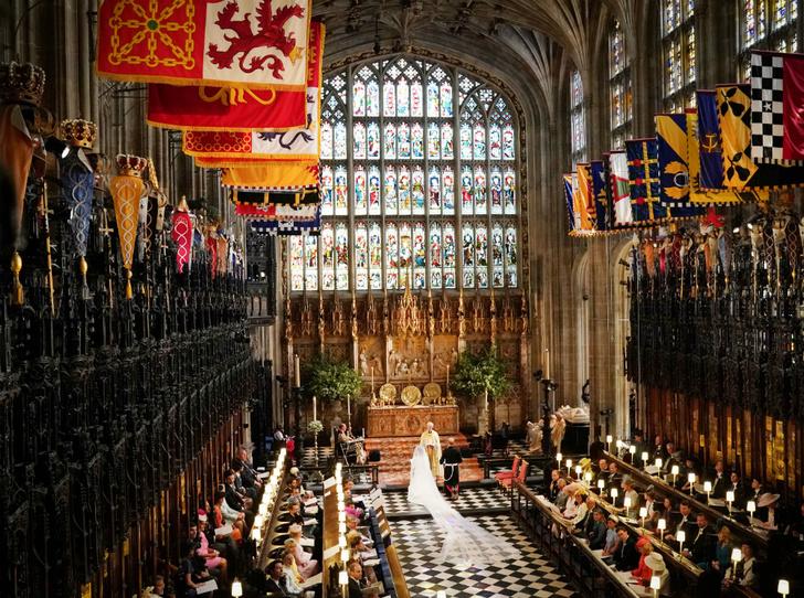 Фото №3 - Майские невесты: чем будут отличаться свадьбы принцессы Беатрис и герцогини Меган